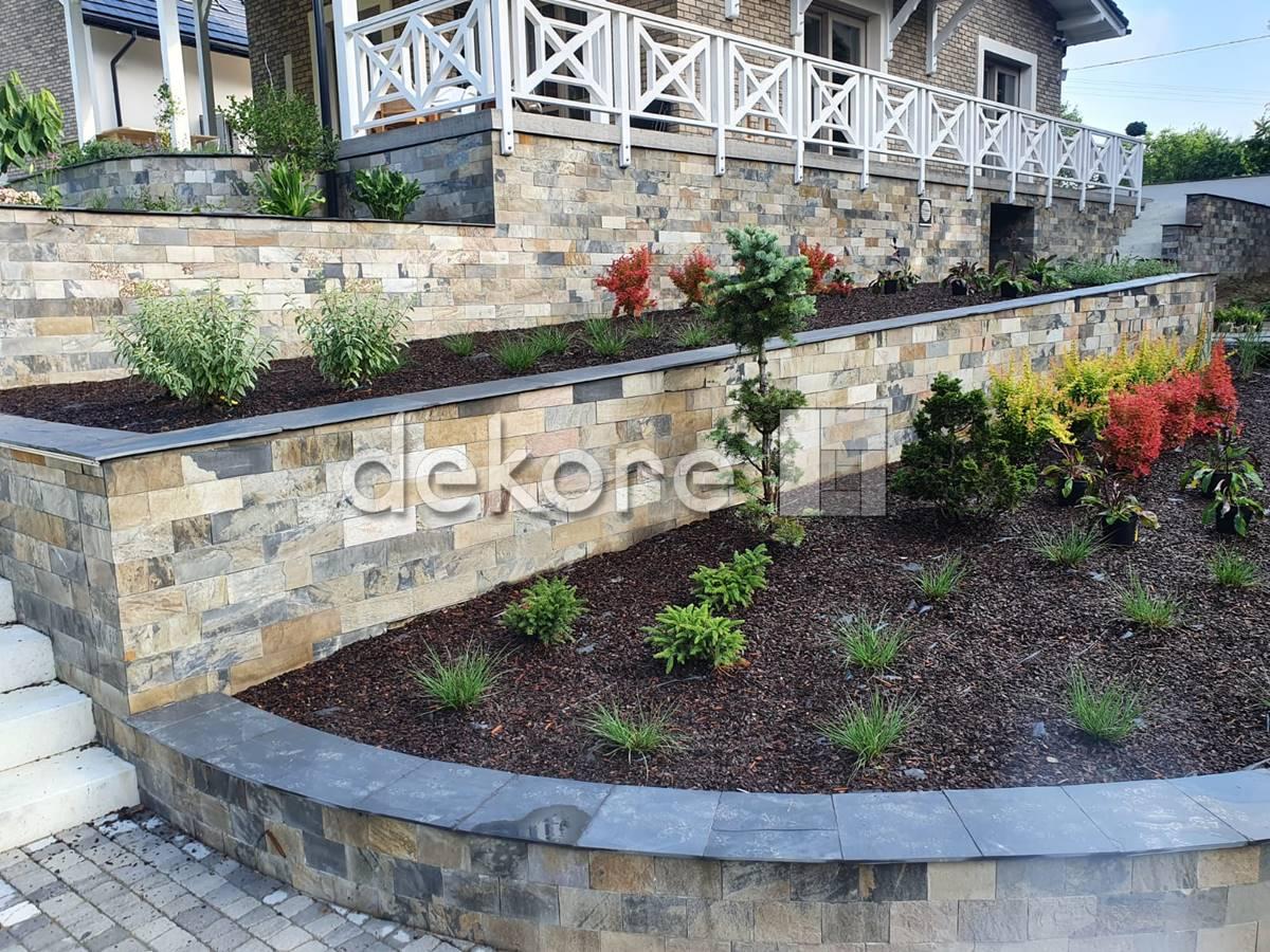 kamień naturalny łupek 30x10 realizacja ogród jasny beż brąz szarośća
