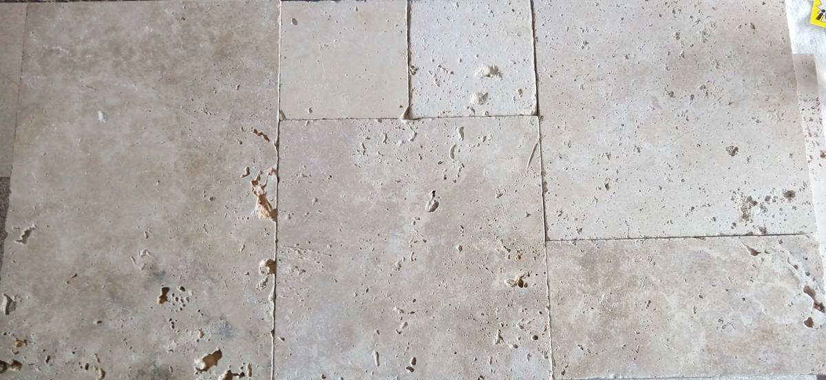 kamien na podłoge beżowy trawertyn nowoczesny układanka rzymska realizacja